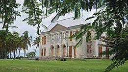 Chateau murat avec la rose du brésil hôtel Marie-Galante