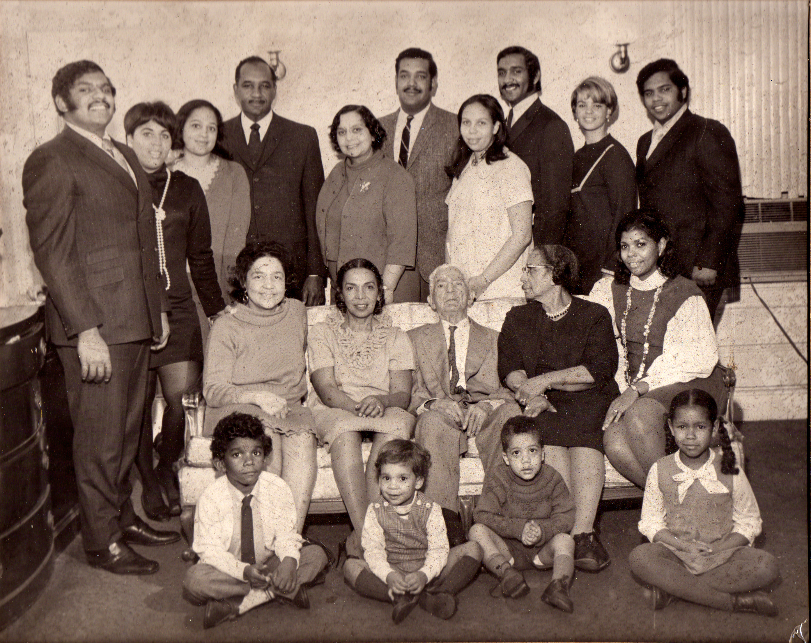 31-b&w photo of the Jackson Family300