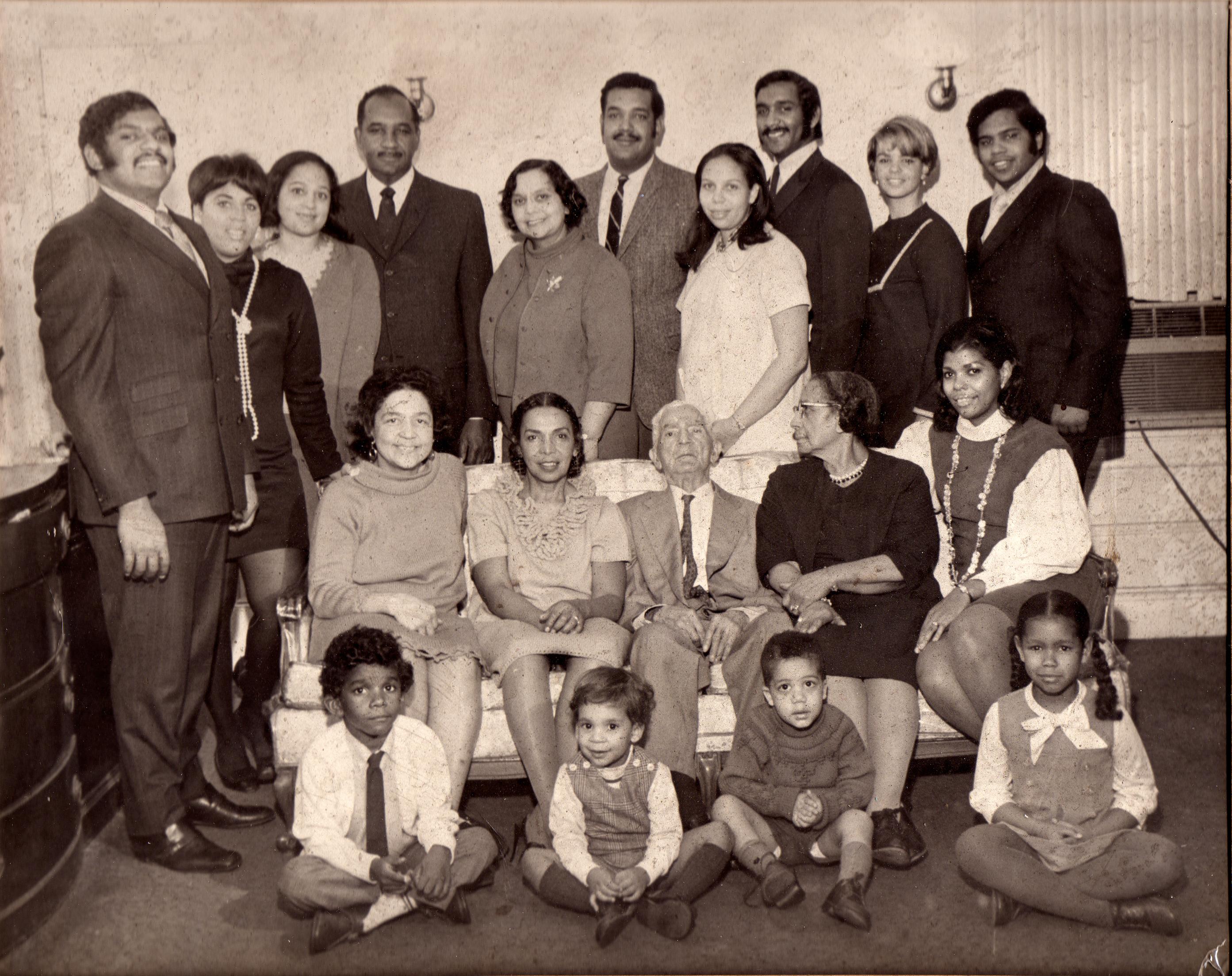 31-b&w photo of the Jackson Family300