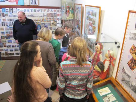 «Музею открытки 15 лет!!!» — юбилейная выставка Детского музея открытки.