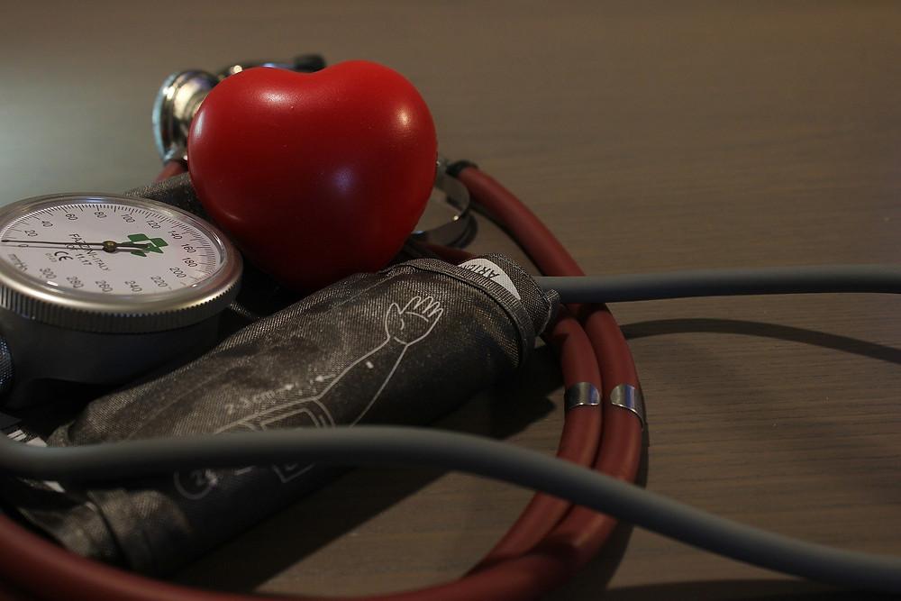 Esfigmomanômetro, aparelho que faz a medição da pressão arterial - Antonio Corigliano/Pixabay