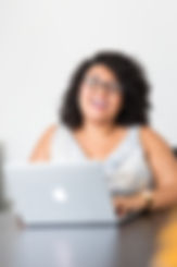 photography-of-woman-using-laptop-118174