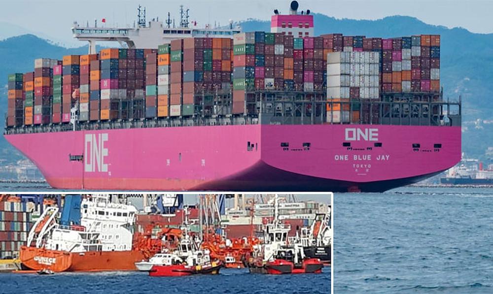Мега-контейнеровоз ONE BLUE JAY протаранил турецкий танкер GUNECE, следуя к причалу контейнерного терминала в порту Перама, Пирей, Греция