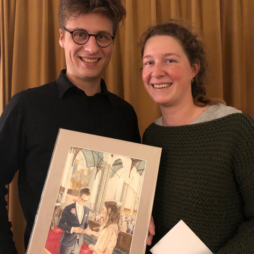 Lennart & Welmoet holding their wedding painting, Emma Bijloos 2018