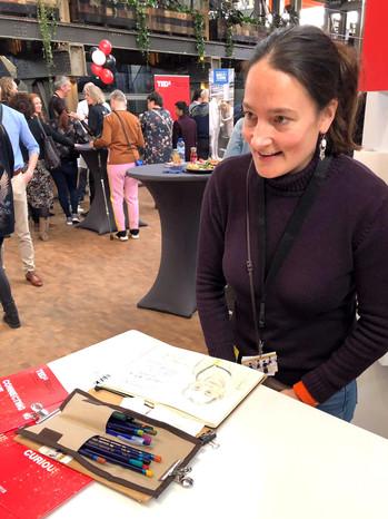 Emma Bijloos, urban sketcher at TEDxTilburg 2019. Photo by Jamila