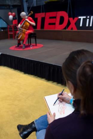 Emma Bijloos, urban sketcher at TEDxTilburg 2019. Photo by Sem Henneman