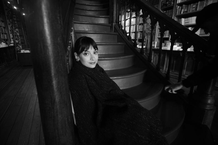 Sophie in Livraria Lello, Porto