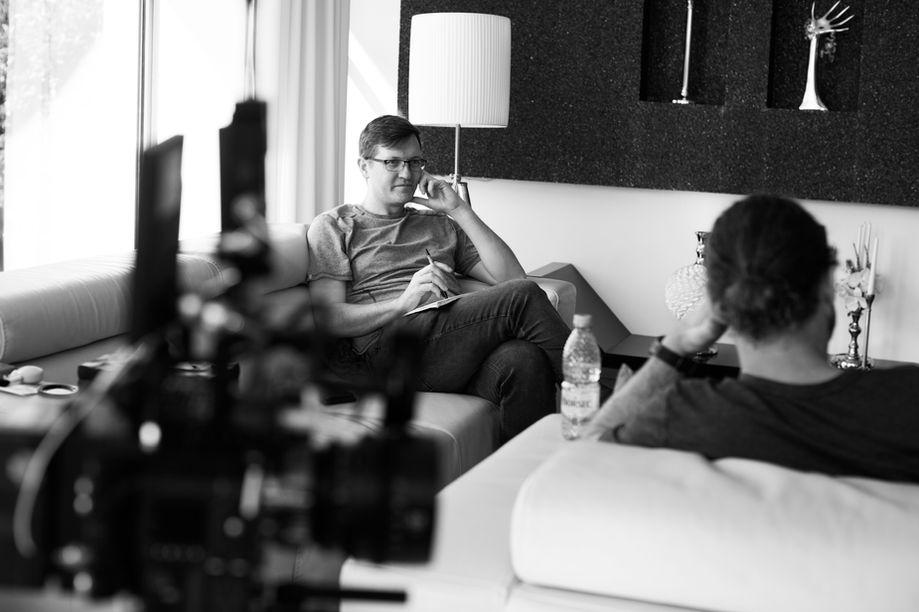 Stu discusses the scene with Evan