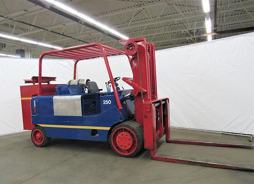 Towmotor / Caterpillar T250, 25,000 lb,, Propane Riggers Forklift, ID# N-025