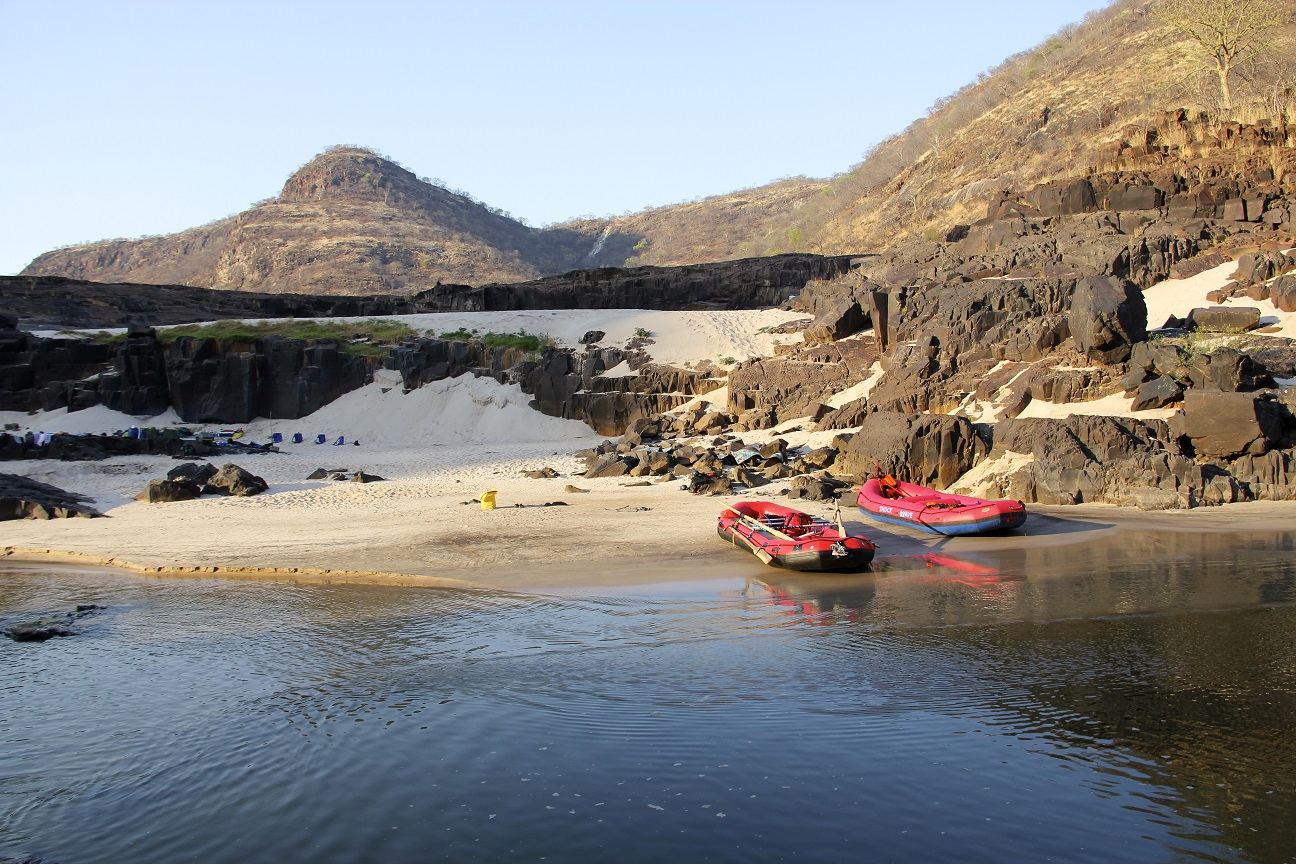 ZAMBEZI RIVER RAFTING & OVERNIGHT CAMP
