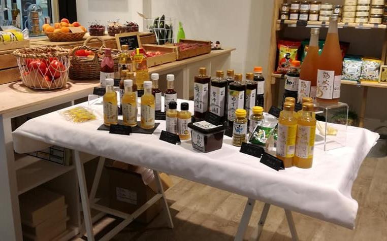 Dégustation de produits japonais à l'épicerie Très Bon