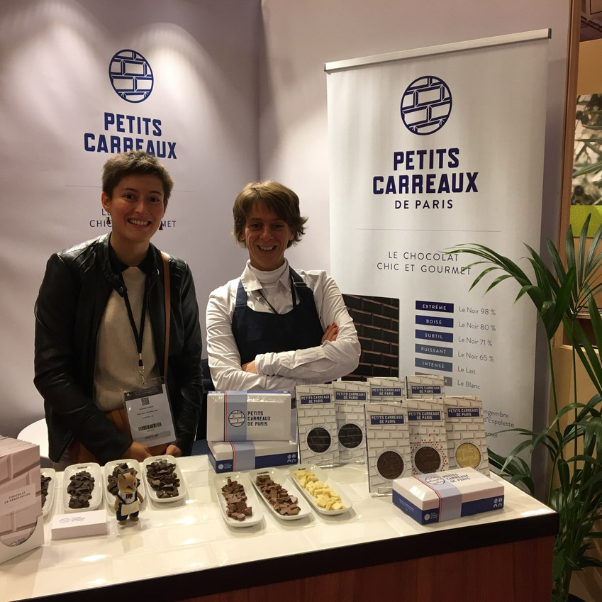 Sur le stand des Petits Carreaux de Paris avec Julie