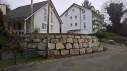 Trockenmauer mit Granitblocksteinen.jpg