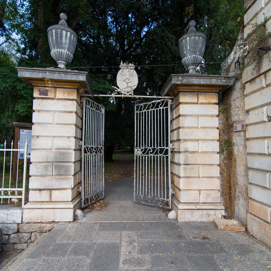 Entrance to Garagnin Fonfagna park