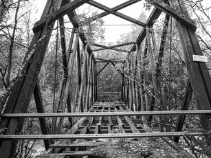 The old Willow Creek bridge, built in the early 1900s for the gold seekers after gold was discovered there in 1897.  Nagaoka 4x5, 90mm Super-Angulon, Arista EDU Ultra 200.
