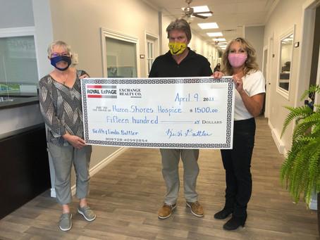 Keith & Linda Battler donate $1,500 to Huron Shores Hospice