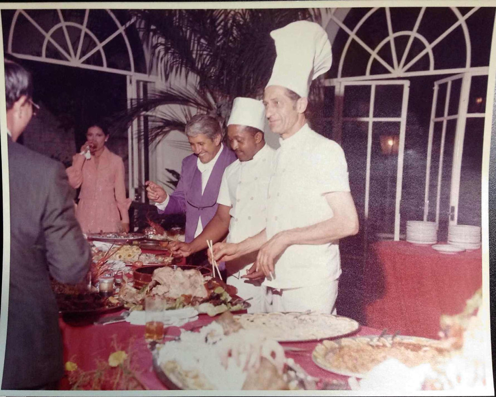 Buffet Colonial -1975