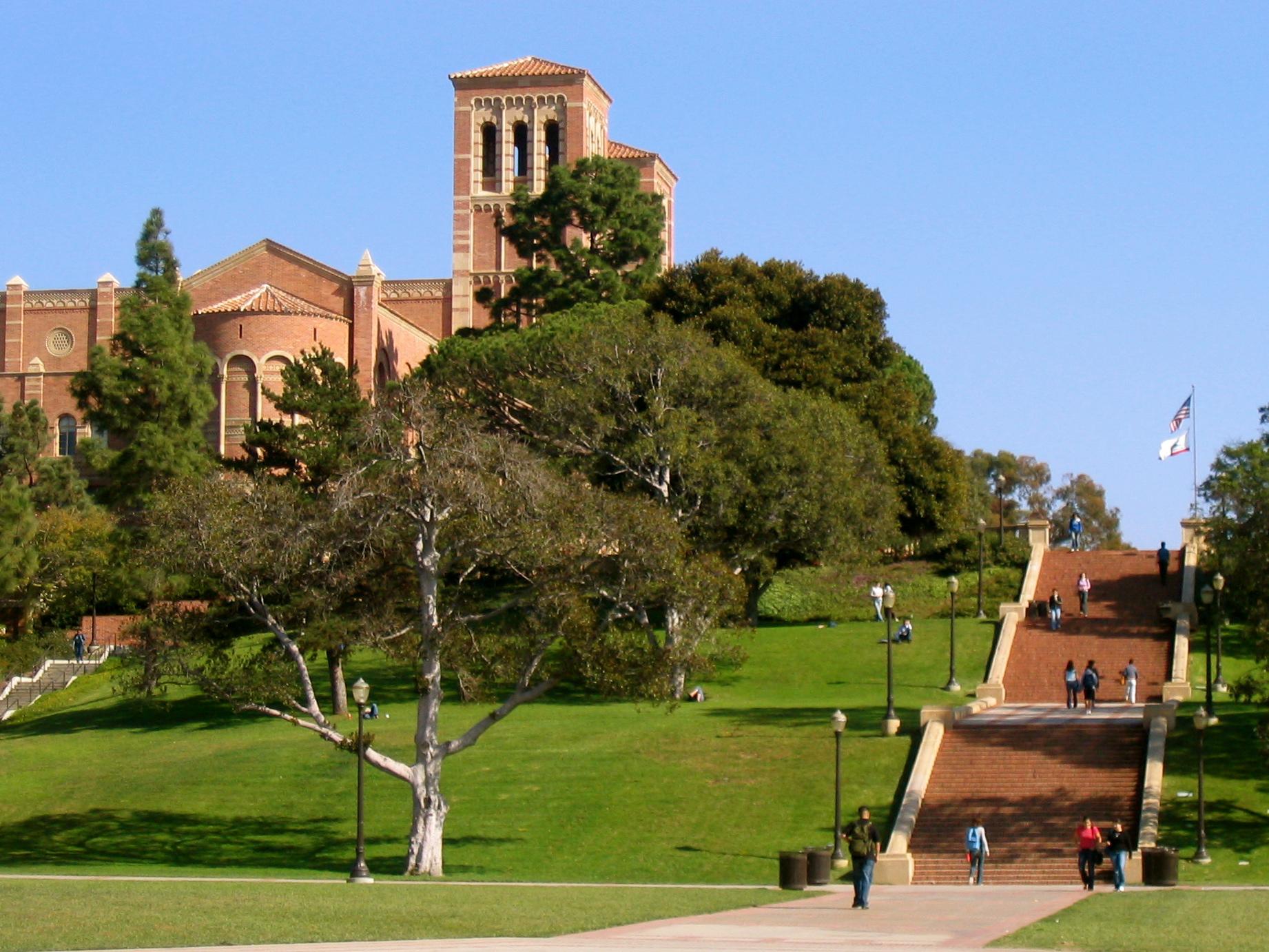 Janss_Steps,_Royce_Hall_in_background,_UCLA.jpg