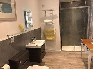 Rm2 Bath.HEIC