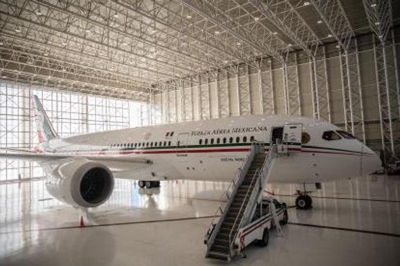 Mientras el avión presidencial roba cámara, México se cae a pedazos.