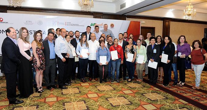 La Secretaría del Trabajo entregó certificado a 127 empresas