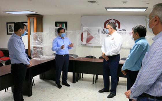 Unison entrega a Isssteson 15 campanas de seguridad para intubar de enfermos de Covid-19