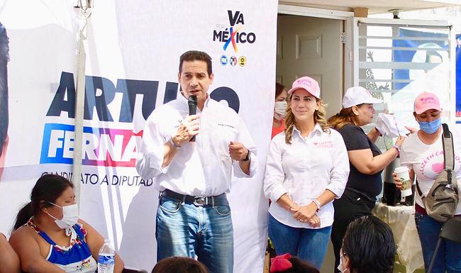Atenderlos problemas que interesan a la comunidad: Arturo Fernández