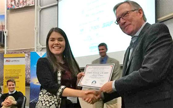 Alumna de la Unison gana premio en congreso sobre energía solar
