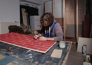 Artiste auteur dans son atelier