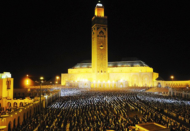 Hassan II Mosque is the largest mosque in Africa, and the 7 th largest in the world. A maximum of 105,000 worshippers can gather together for prayer.