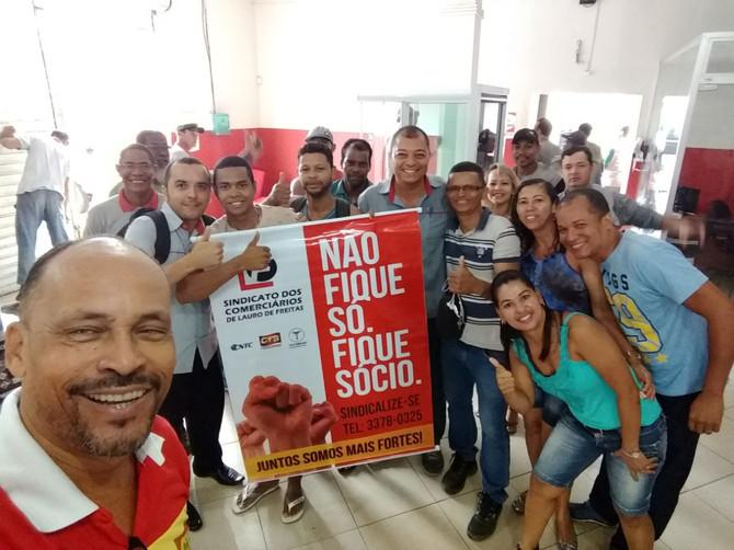 Campanha salarial do Sindicato percorre o comércio com assembleia itinerante