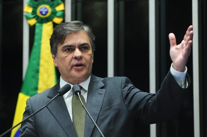 Cássio Cunha Lima reassume mandato no Senado