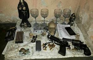 schwarzer Santa Muerte Altar