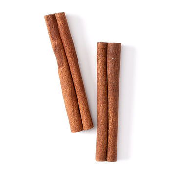 Cinnamon sticks isolated on white backgr