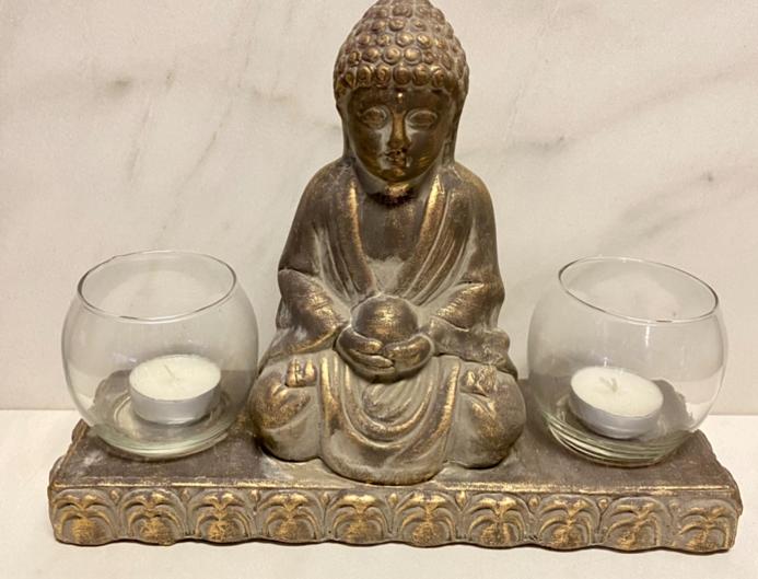 Budha se svícny