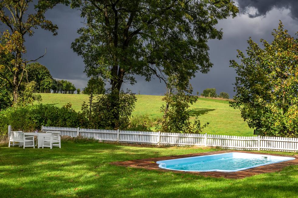 Pastwisko Mazury - otoczenie domu, basen