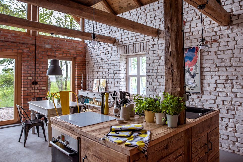 Pastwisko Mazury - salon z kuchnią część żółta