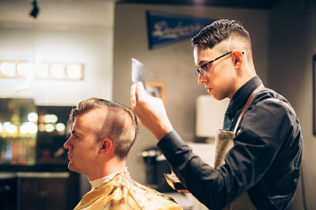 Reise Cutting Hair