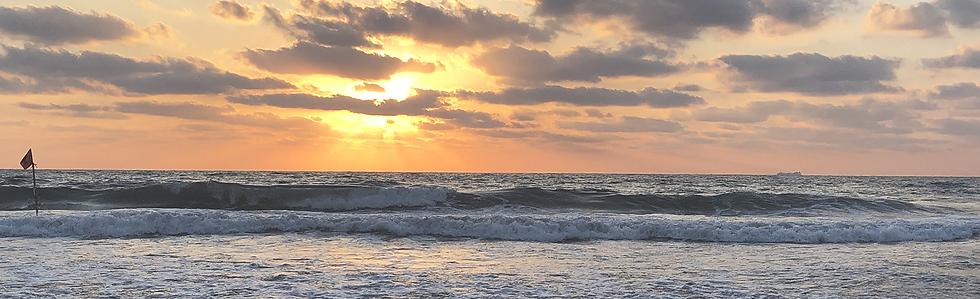 Sunset_Ocean_Rolling_Waves_Adjusted_lite