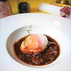 Œufs en Meurette  (Poached Duck Egg in Onion Red Wine Sauce)