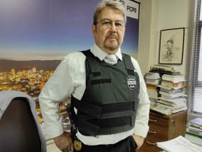Recalcatti homenageia o mais antigo servidor da Polícia Civil