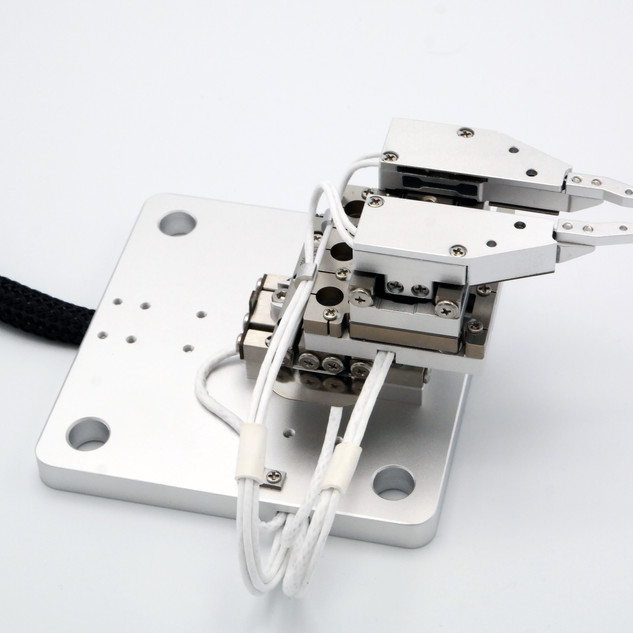 SGP-17F - Micro-Gripper with Force Feedback in a XY stage