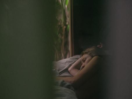 睡眠不足の主な10症状 (および改善方法)