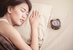 AdobeStock_171696161睡眠女性苦しそう.jpeg