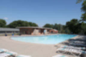 Fort Dodge Country Club's zero-entry pool