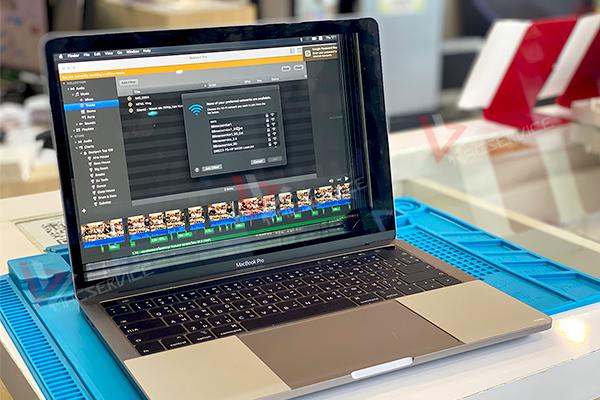 Macbook Pro จอแตก