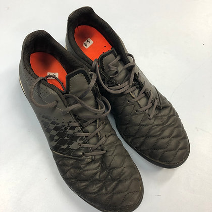 Football trainers - Laces - Shoe size 8.5