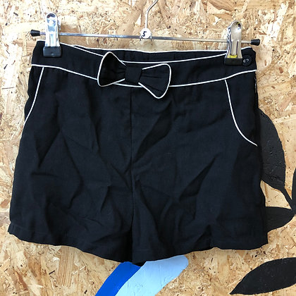 Shorts -Black with bow - Age 5
