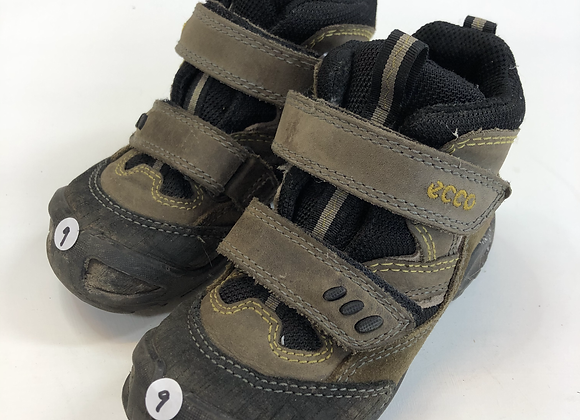 Walking Boots - Ecco - Shoe Size 9 (jr)