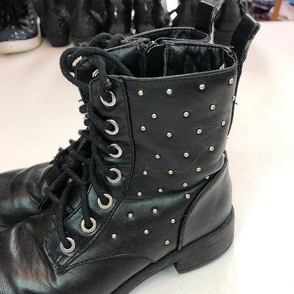 Boots - Black studs - Shoe size 13 (jr)